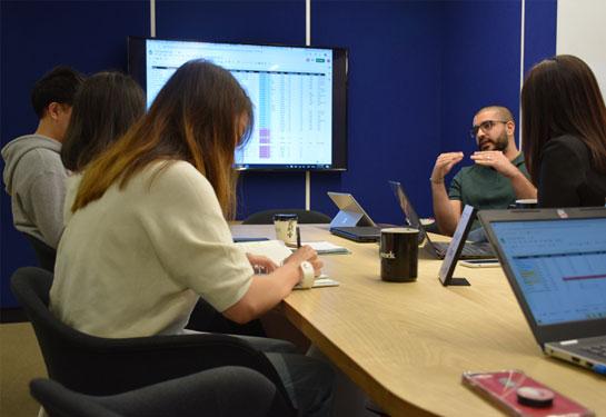 staff-meeting-control